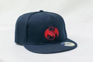 Kačket sa vezom logoa